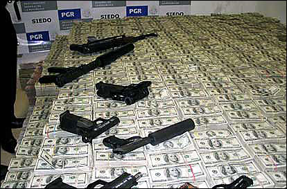 drug_money_and_weapons_seized_by_the_mexican_police_and_the_dea_2007.jpg