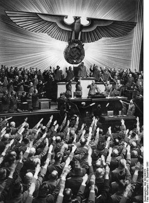1941 Bundesarchiv_Bild_Berlin,_Reichstagssitzung,_Rede_Adolf_Hitler