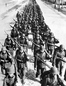 454px-Polish_infantry_marching_-2_1939