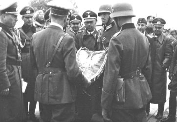 800px-Himmler_with_Hitler,_Poland_september_1939