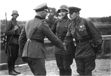 Germand and Soviet officers shake hand